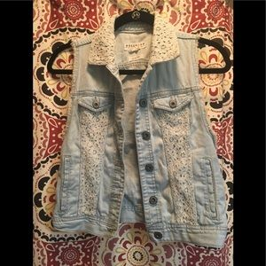Jean vest jacket with lace